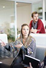 8 communication skills जिनसे आपकी तरक्की है पक्की
